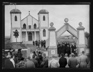 A.005127; At Ratana; 1939; Maori; Raine, William Hall